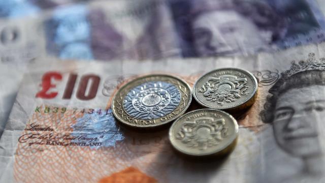 Reino Unido alcança primeiro excedente orçamental dos últimos 16 anos