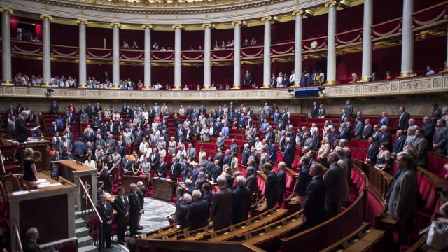 Parlamento francês proíbe contratação de familiares de eleitos