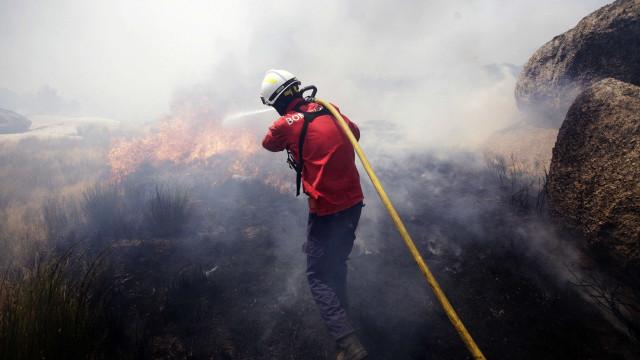 Incêndios: 211 operacionais combatem chamas em Tondela, distrito de Viseu