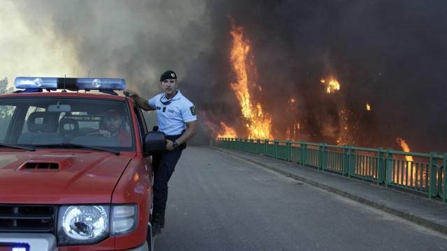 Lar de idosos evacuado em aldeia de Monção devido ao incêndio