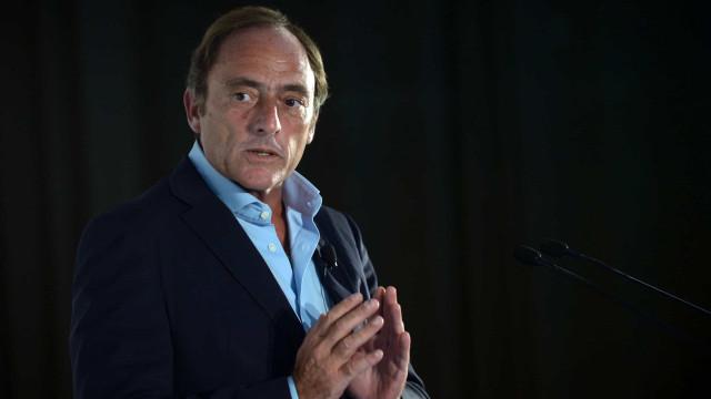 """Transição em Angola """"é para levar a sério"""", alerta Paulo Portas"""