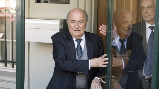 Blatter suspeito de novos indícios criminais de milhões de euros