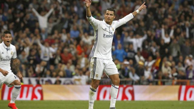 Cristiano Ronaldo entre os candidatos a melhor jogador do ano