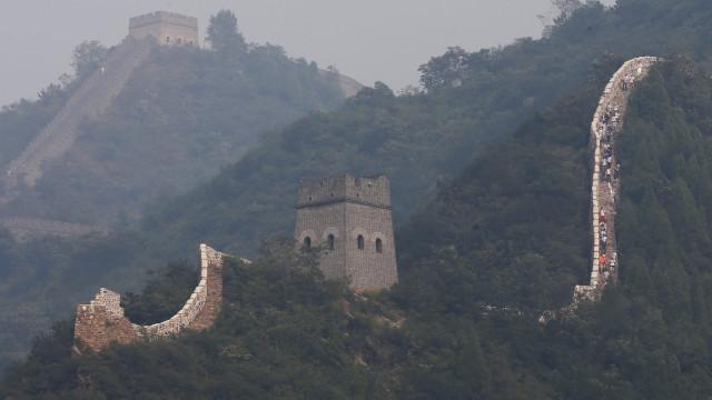 Parte da muralha da China fechada temporariamente por chuvas torrenciais