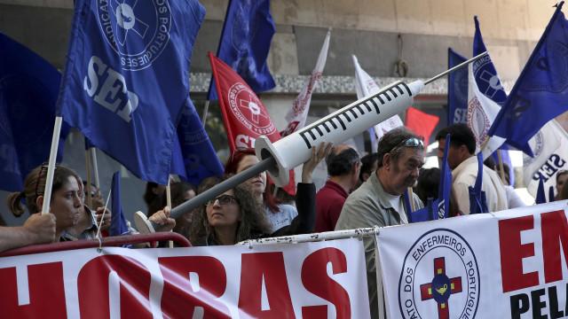 Enfermeiros mantêm protesto após aviso da PGR. Esperam reunião com tutela