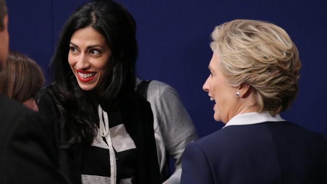"""Departamento de Estado divulga mails """"secretos"""" de ajudante de Clinton"""