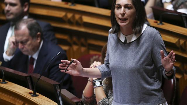 """PS encara com """"normalidade democrática"""" possível moção de censura do CDS"""