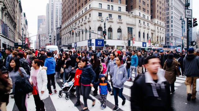 Confiança dos consumidores dos EUA desce para 122,1 pontos em dezembro