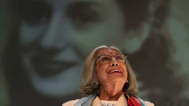 Presidente condecorou Eunice Muñoz no dia em que a atriz fez 90 anos