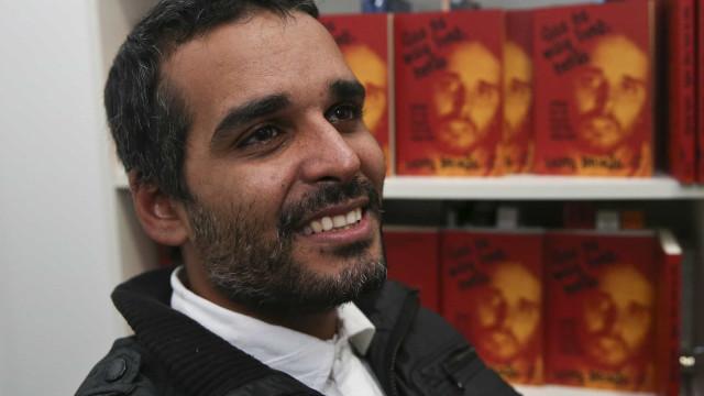 """Presidente de Angola """"já fez uma revolução"""" no país, diz Luaty Beirão"""