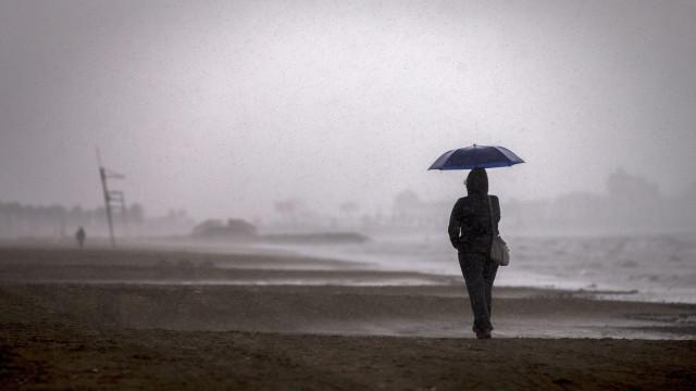 Previsão de chuva forte para seis distritos do continente