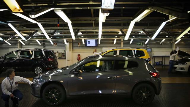Produção da Autoeuropa interrompida até 6.ª feira por falta de peças