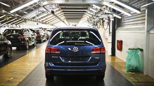 Administração e trabalhadores da Autoeuropa voltam hoje às negociações