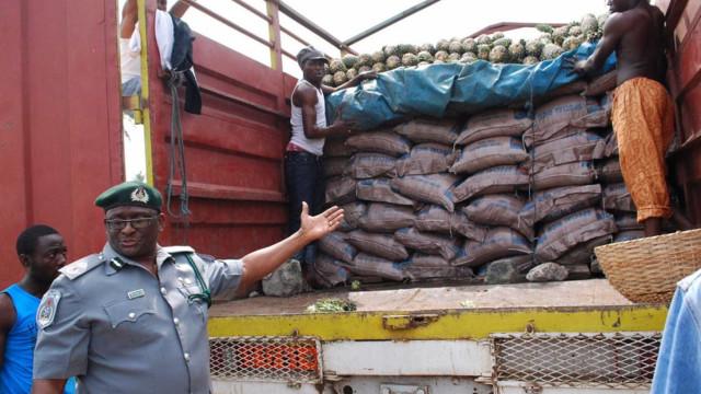 Autoridades angolanas descartam que arroz suspeito seja de plástico
