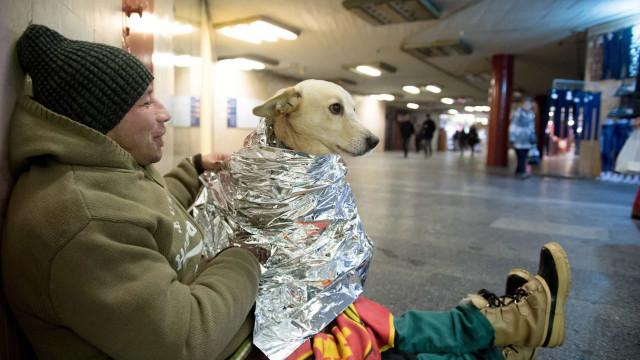 Algumas estações de metro vão estar abertas para abrigar pessoas do frio