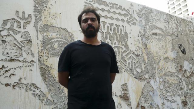 Vhils e André Saraiva na exposição 'Art from the streets' em Singapura
