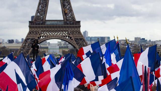 Mais de dois mil migrantes vivem em tendas nas ruas do nordeste de Paris