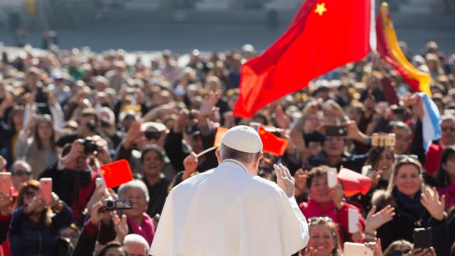 China obriga agências de viagens a retirar excursões ao Vaticano