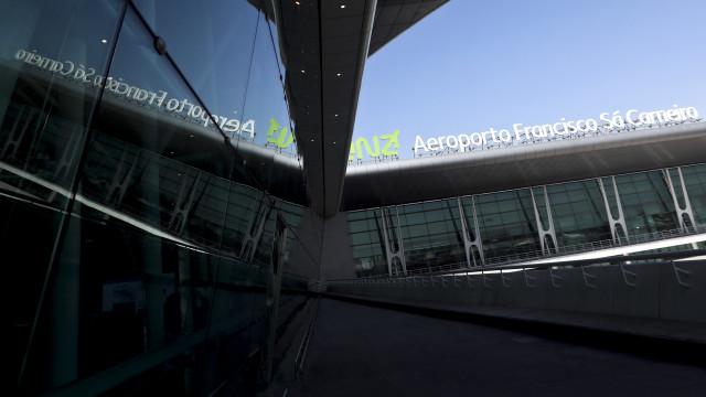 """Avião """"com problemas elétricos"""" desviado do Porto para Lisboa"""