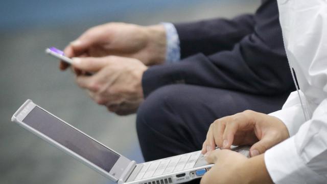 Que informações os portugueses mais se preocupam em proteger na Internet?