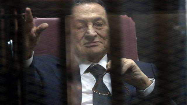 Justiça egípcia anula condenação contra Mubarak e correligionários
