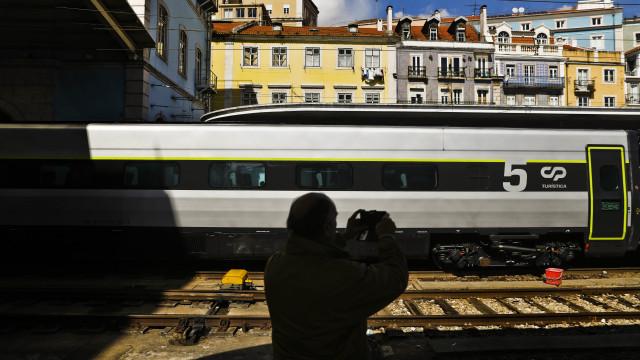 Comboios de longo curso sem serviço de refeições pelo 3.º dia consecutivo
