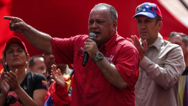 """Governo da Venezuela denuncia """"ataque terrorista"""" contra base militar"""