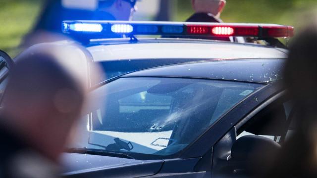 Criança de três anos fere outras duas a tiro em centro de dia