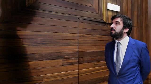 """Ministro remete para Parlamento """"decisões legislativas"""" sobre a vacinação"""