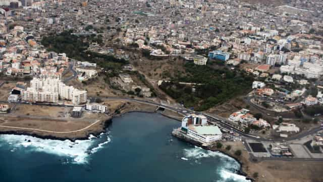 Mergulhos no cais da Praia trazem à tona o lixo que afeta Cabo Verde