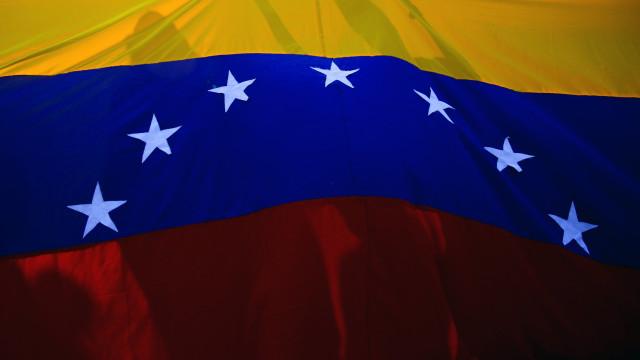 Polícia que matou a tiro mulher grávida na Venezuela foi detido
