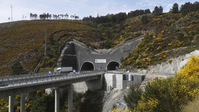 Trânsito condicionado no Túnel do Marão devido a incêndio num automóvel
