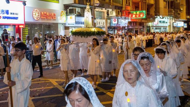 Fátima atrai estreantes a procissão em Macau com quase 90 anos