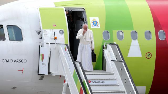 """Francisco assume compromisso de repetir """"mensagem de paz"""" de Fátima"""