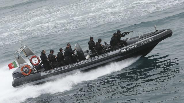 Mediterrâneo: Marinha portuguesa deteta 45 pessoas escondidas em veleiro