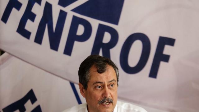 Fenprof quer que CE obrigue Portugal a agir contra abuso nos contratos