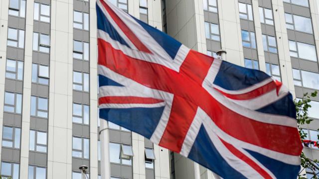 Pelo menos 27 edifícios no Reino Unido têm revestimento inflamável