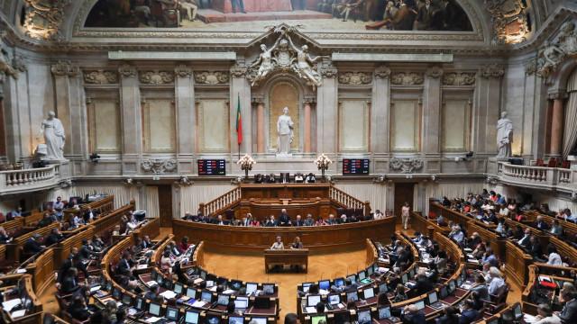 """Parlamento e Governo avaliam """"copo meio-cheio"""" ou """"meio-vazio"""""""