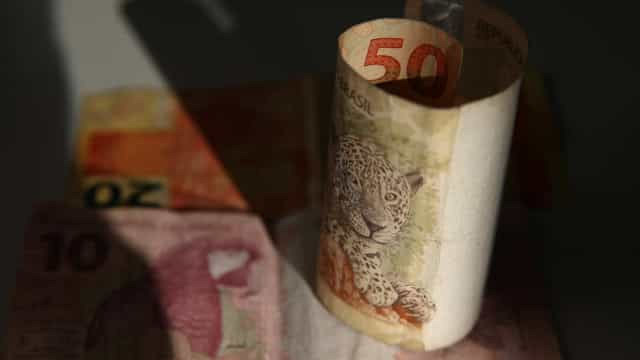 Seis mais ricos do Brasil têm riqueza igual a 100 milhões de brasileiros