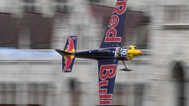Campeão da Red Bull Air Race elogia simplicidade da pista do Porto