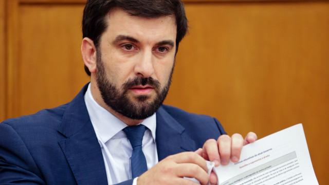 Ministro vai explicar atrasos de financiamento a escolas profissionais