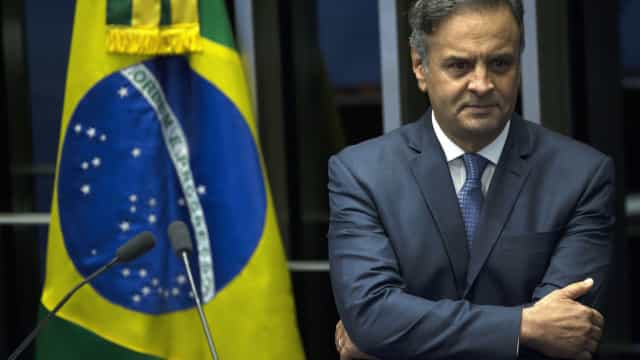 Senado do Brasil devolve mandato a senador Aécio Neves