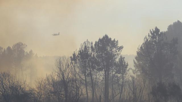 Seis meios aéreos e 100 operacionais mobilizados para fogo em Alijó