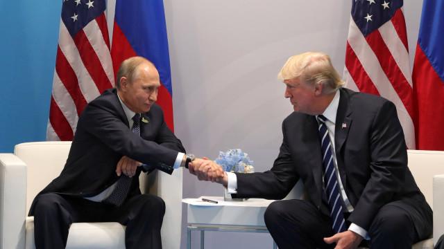 Trump acredita tanto nos serviços secretos dos EUA como em Putin
