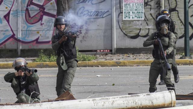Venezuela: Três mortos e 82 detidos em repressão a protestos opositores