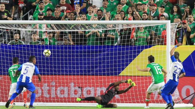 México apura-se para as 'meias' da Gold Cup