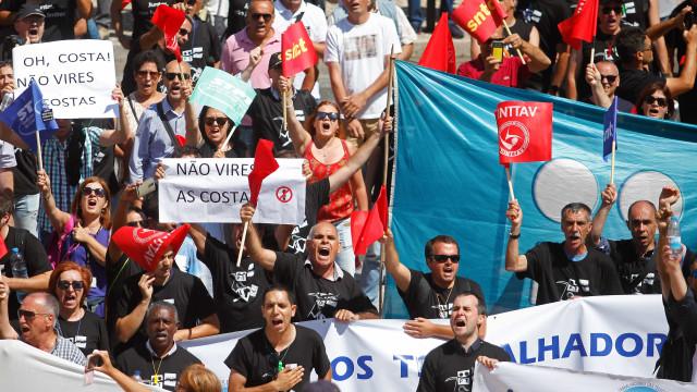 """Trabalhadores PT/MEO prometem """"luta"""" e convidam Costa para ser cliente"""