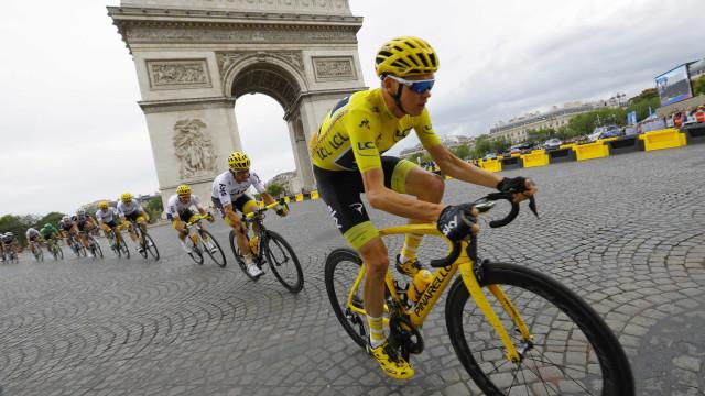 Britânico Chris Froome confirma conquista da quarta Volta a França