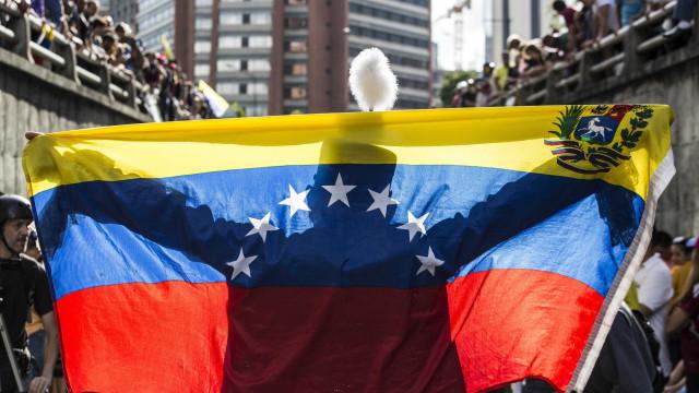 Meio milhão de venezuelanos pediram cartão de fronteira à Colômbia