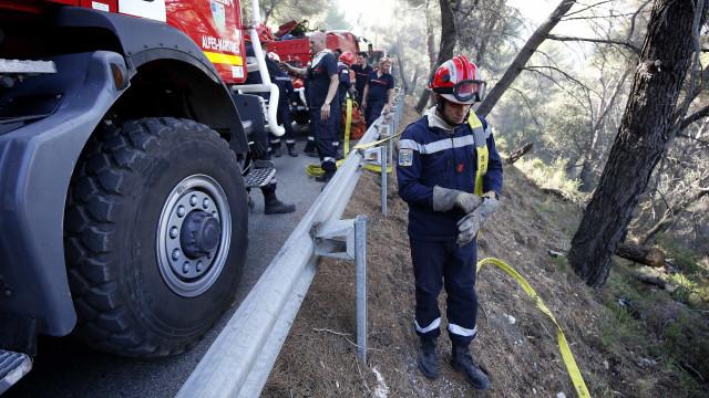 Incêndio no sul de França obriga à retirada de 10 mil pessoas